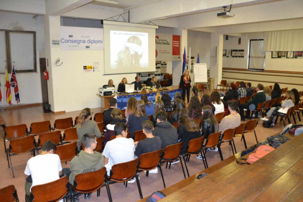 La storia di Marianna e delle tante donne siciliane vittime di femminicidio raccontata agli studenti di Palagonia
